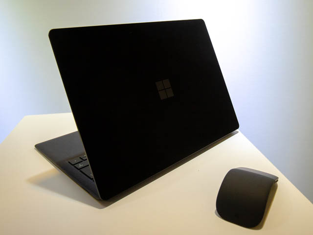 Microsoft Japan Surface Event SurfaceLaptop2背面