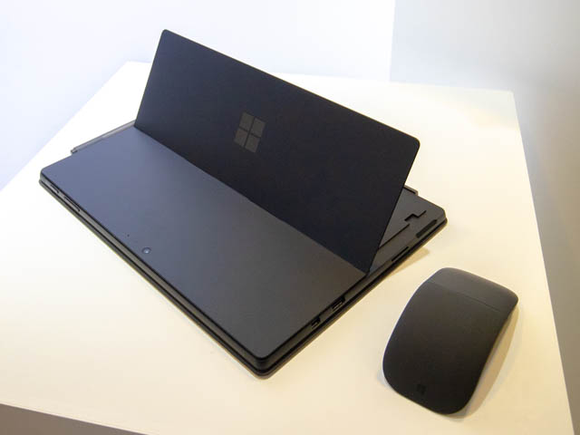 Microsoft Japan Surface Event SurfaceProキックスタンド