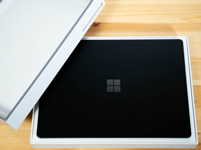 SurfaceLaptop2 開封1