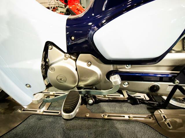 スーパーカブC125 左側面-ペダル