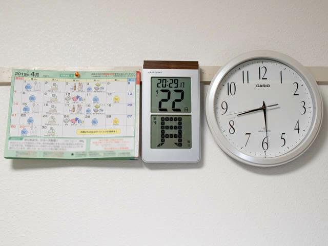 デジタルカレンダー 紙カレンダーとアナログ時計