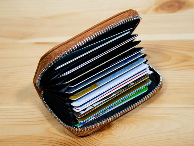 カードが増えて財布がパンパン!大容量で使いやすい じゃばら式カードケースがおすすめ