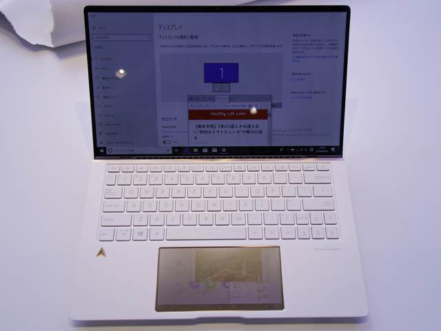 ASUS-ZenBook-Edition30 タッチパッドのサブディスプレイ化