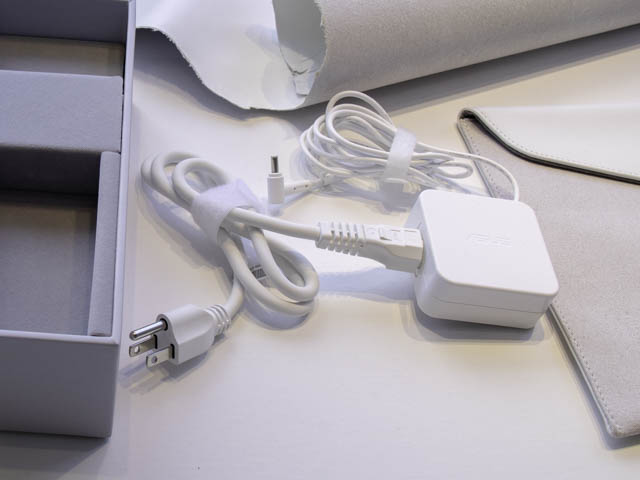 ASUS-ZenBook-Edition30 ACアダプター