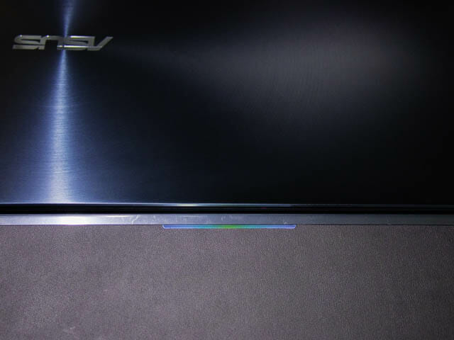 ASUS-ZenBookProDuo パームレストLED