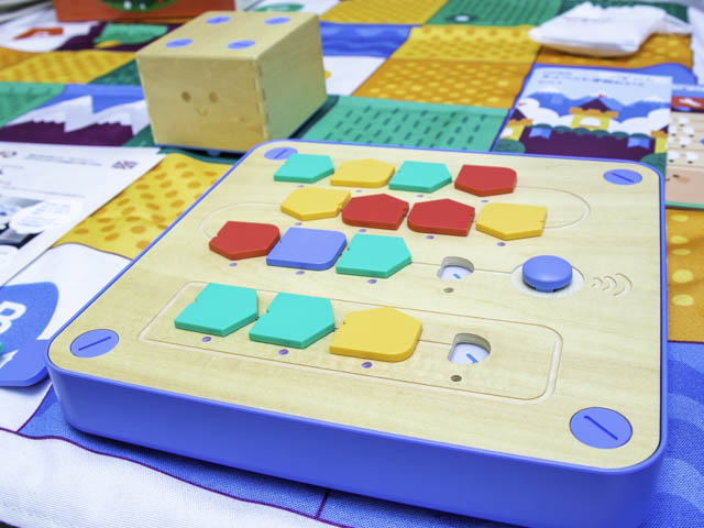 知育玩具「キュベット」は幼稚園の入園祝いや小学校入学祝いに喜ばれるプレゼント