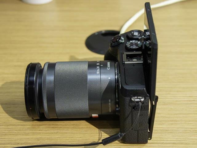 EOS-M6-Mark-II チルト機構液晶モニター-自撮り