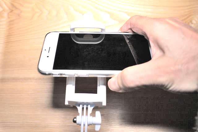 10自撮り棒iPhone6簡単取り付け