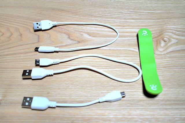 16 Micro USBケーブル万能クリップ