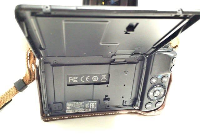 EOS M3 デビュー キャンペーンプレゼント 取り付け液晶モニター側