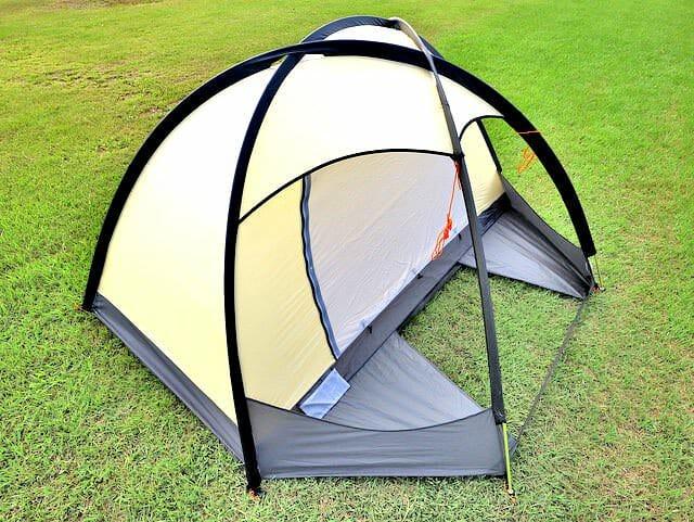 ドマドームライト2設営テント立ち上げ横面