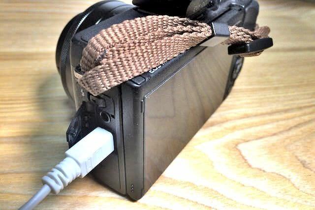 EOS M3バッテリーUSBポート