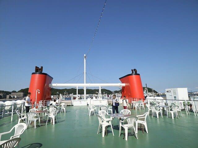 東京湾フェリーかなや丸遊歩道甲板テラス