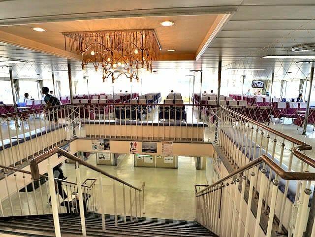 東京湾フェリーかなや丸下部客室階段