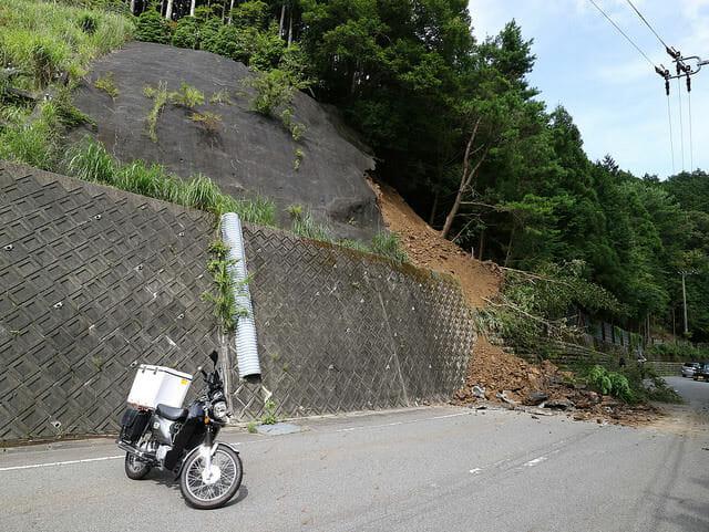 362号線崖崩れ