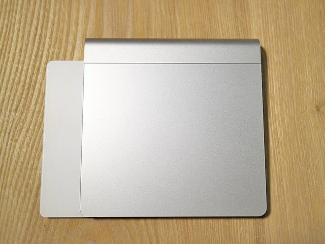 MagicTrackpad2旧式比較横