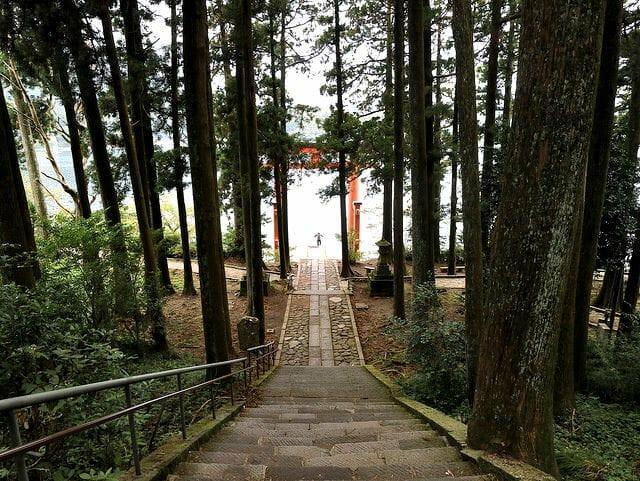 箱根神社芦ノ湖側