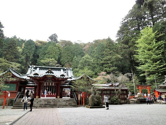 箱根神社左箱根神社右九頭竜神社
