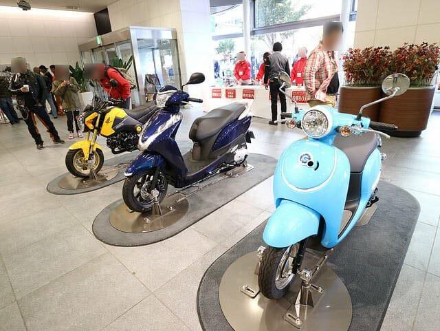 第19回カフェカブミーティングIN青山建物内展示バイク