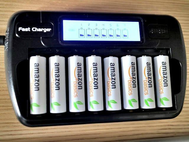 単3電池バッテリーチャージャー充電中
