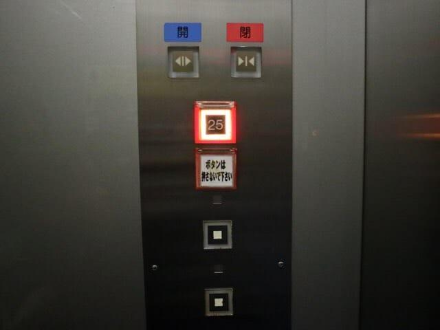 フジテレビ本社ビル25Fへエレベーター