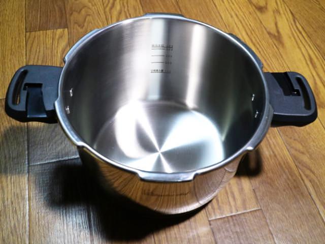圧力鍋内側2