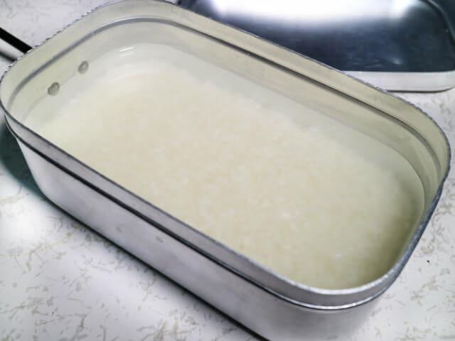 メスティン米と水