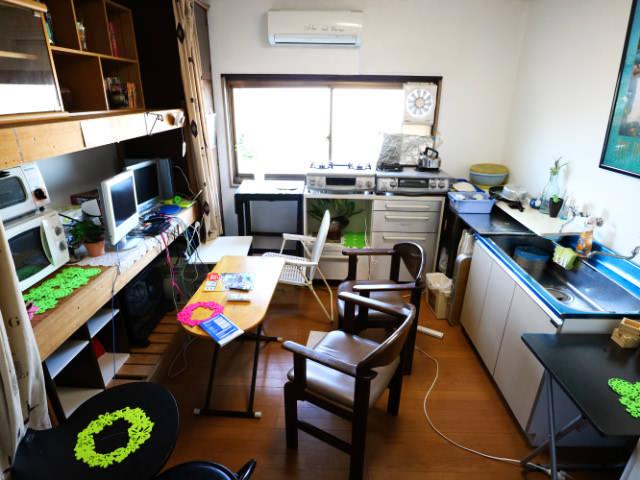 AirbnbA館キッチン兼テレビパソコン室