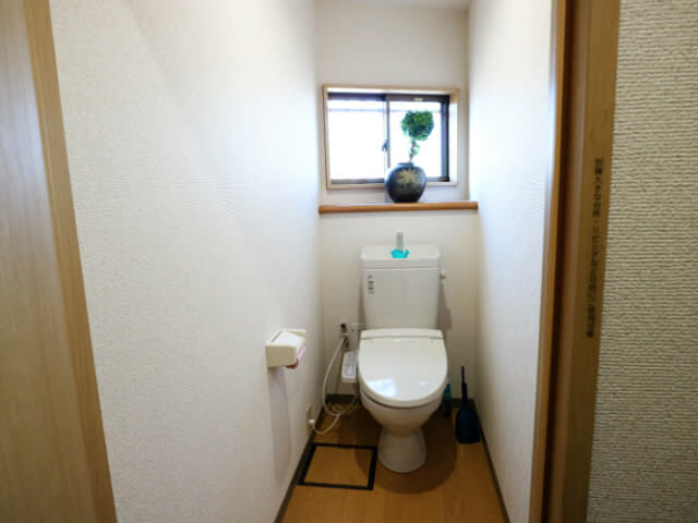 AirbnbB館共有トイレ