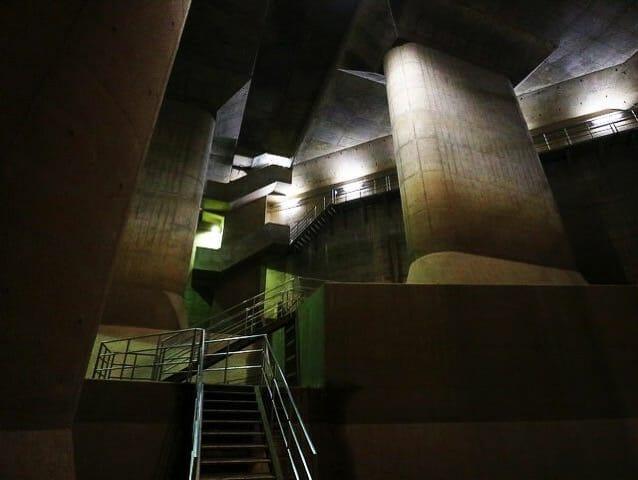 首都圏外郭放水路調圧水槽階段