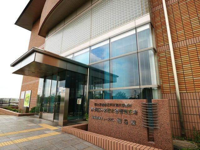 首都圏外郭放水路龍Q館建物入口