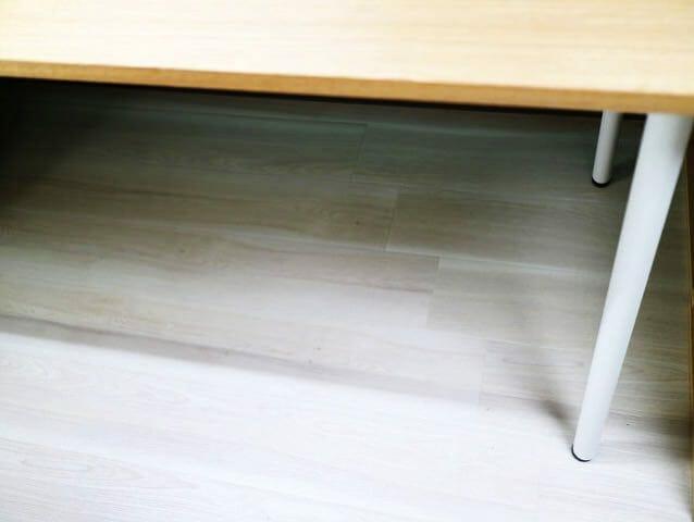 家具が滑るフローリング床ケース用ゴム足全景