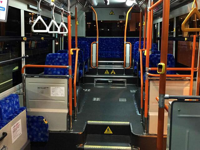 空港第2ビル駅から第3ターミナル550m連絡バス車内