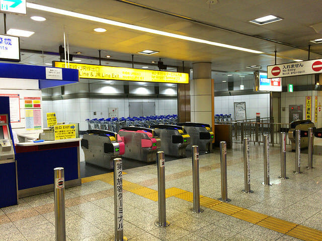 空港第2ビル駅構内改札出口