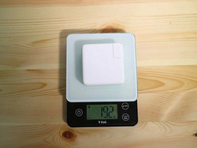 Apple61WUSB C電源アダプタ重量