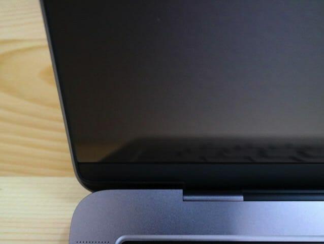 MacBookProLate2016 保護フィルム10貼付完了左下