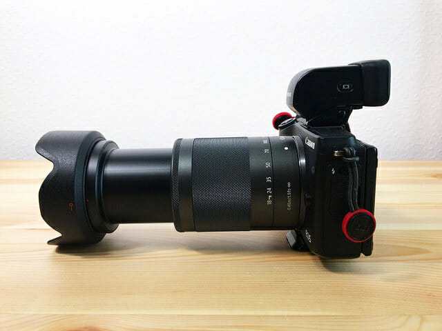 EF M18 150mmF3 5 6 3ISSTM EOSM3着用横 150mm