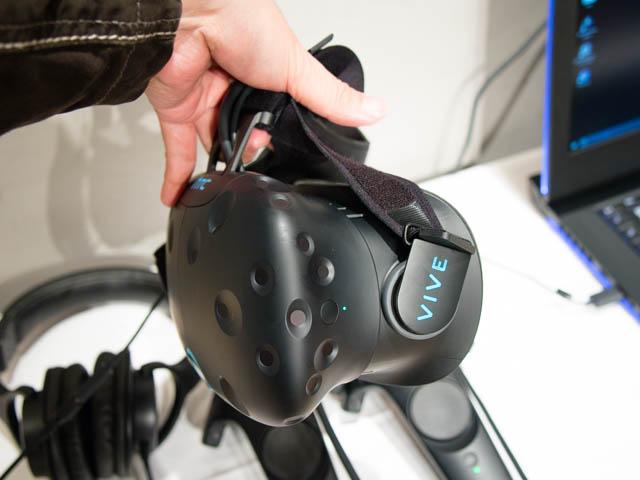 DellVRゲーミング体験会 HTC VIVEヘッドマウントディスプレイ側面