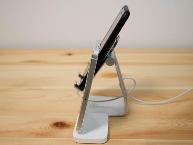 IPhoneLightningDock スマホスタンド角度調整