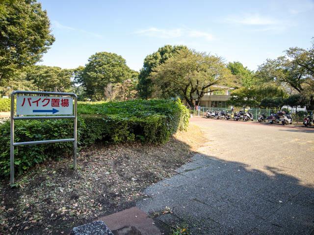 江戸東京たてもの園 バイク置場