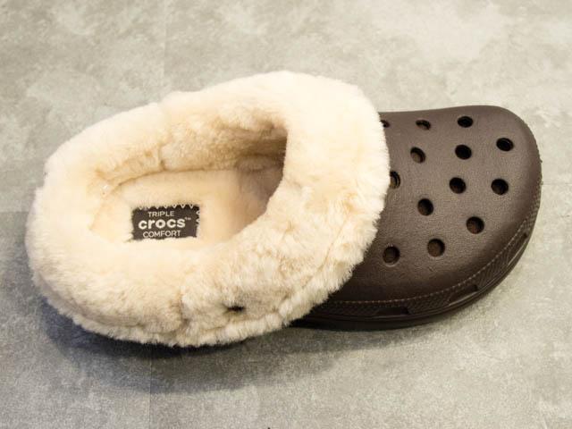 Crocs FuzzCollection ClassicMammothLuxeShearlingLinedClog上面