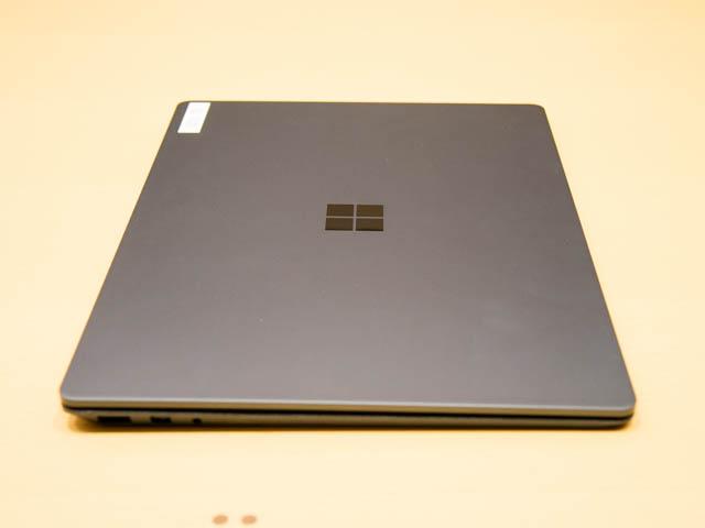 マイクロソフト 新製品Touch Tryイベント SurfaceLaptop側面