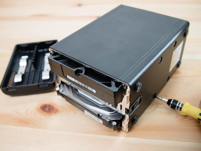ラトックシステムRAIDケース HDD固定