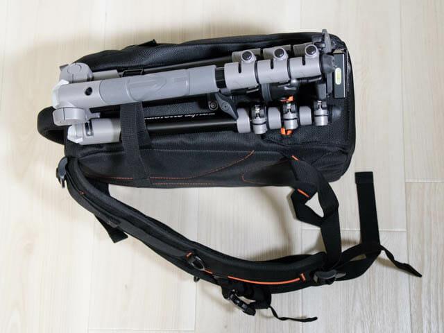 K F Concept カメラバッグ 左横三脚設置2