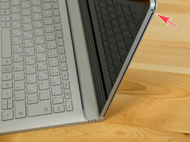 SurfaceBook2 右側面イヤホン