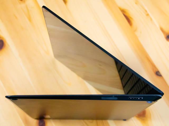 SurfaceLaptop2 右側面