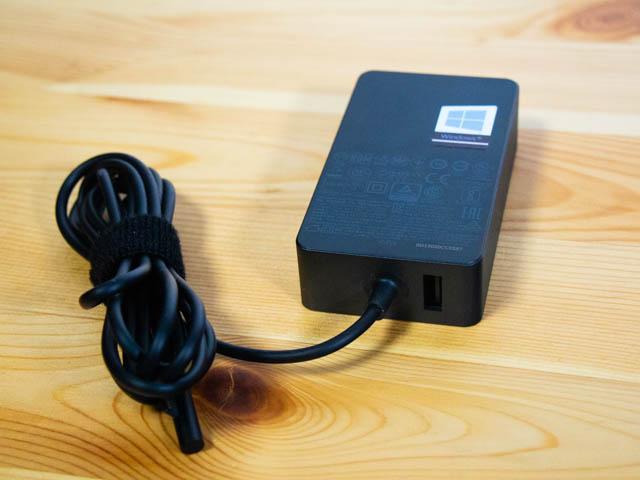 SurfaceLaptop2 電源アダプター
