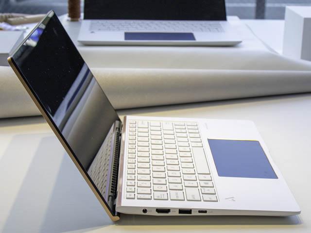 ASUS-ZenBook-Edition30 エルゴリフトヒンジ