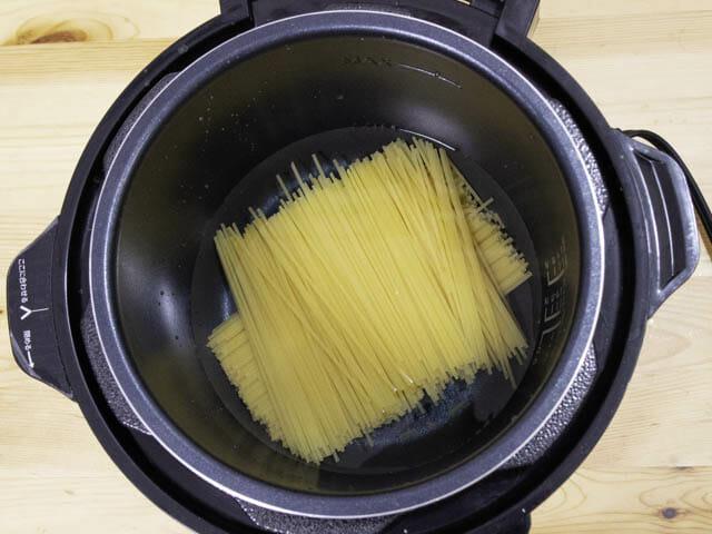 ショップジャパン-クッキングプロ ミートスパゲティ-材料投入
