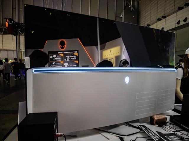 TGS2019-DELL ALIENWARE-55インチ-OLEDゲーミングモニター-AW5520QF-背面
